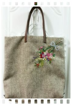 Herb Embroidery, Embroidery Flowers Pattern, Hand Embroidery Stitches, Hand Embroidery Designs, Handmade Purses, Handmade Handbags, Diy Embroidered Purse, Quilted Tote Bags, Diy Bags Purses