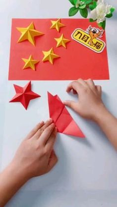 Cool Paper Crafts, Paper Crafts Origami, Scrapbook Paper Crafts, Oragami, Paper Christmas Decorations, Christmas Card Crafts, Origami Stars, Origami Easy, Dollar Origami
