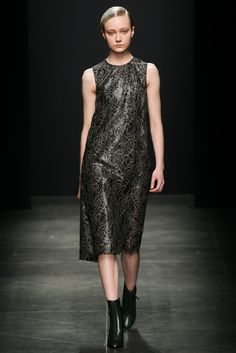 Ter et Bantine | Fall 2015 Ready-to-Wear | 28 Black lace sleeveless midi dress