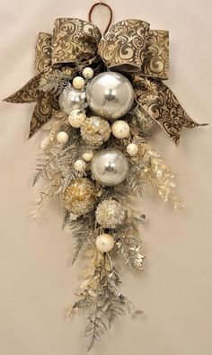 Check Out 21 Classy Christmas Decorations Ideas To Get Inspired. Get inspired by these Christmas decorating ideas to transform your home into a holiday haven. Rose Gold Christmas Decorations, Elegant Christmas Decor, Christmas Swags, Diy Christmas Ornaments, Holiday Wreaths, Modern Christmas, Country Christmas, Advent Wreaths, Burlap Christmas