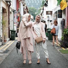 Girly Outfits, Modest Outfits, Hijab Fashion Inspiration, Style Inspiration, Work Fashion, Women's Fashion, Hijab Ideas, Muslim Hijab, Abaya Fashion