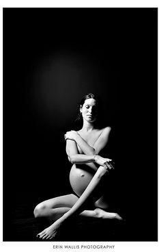 Fotografía creativa de Embarazada en blanco y negro desnuda