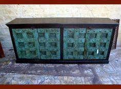 Grand buffet avec vieilles portes patinées turquoises - 1300€