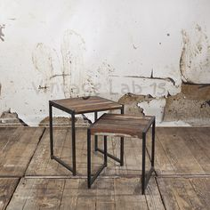 Set van industriële bijzettafeltjes, ideaal voor naast de bank of als salontafel.  - See more at: http://www.vintagelab15.com/webshop/tafels/industriele-tafels/industriele-bijzettafeltjes-van-gerycled-hout#sthash.MdXgjOsT.dpuf