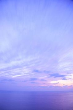 Beautiful serenity blue and rose quartz sky. Violet Aesthetic, Lavender Aesthetic, Light Blue Aesthetic, Aesthetic Colors, Aesthetic Pictures, Purple Wallpaper, Blue Wallpapers, Wallpaper Backgrounds, Periwinkle Color