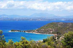 Paysage incroyable sur l'île de Spetses en Grèce. Une mer bleue turquoise à couper le souffle.