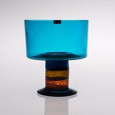 "KERTTU NURMINEN - Pokaali ""Lampi"", Sign. K. Nurminen Nuutajärvi. [k. 20 cm] Glass Design, Design Art, Bukowski, Finland, Modern Contemporary, Glass Art, Retro Vintage, Perfume Bottles, Ceramics"