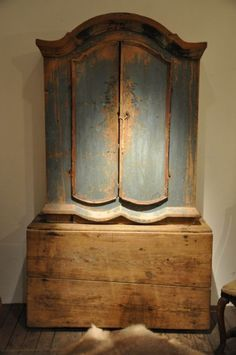 Via Belgian Pearls antique armoire french swedish blue patina Primitive Furniture, Antique Furniture, Painted Furniture, Geek Furniture, Primitive Decor, Pallet Furniture, Furniture Ideas, Outdoor Furniture, Belgian Pearls