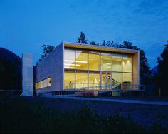 Cukrowicz Nachbaur Architekten, Feuerwehr- und Kulturhaus, Hittisau, 2000, Foto Hanspeter Schiess, Außenansicht