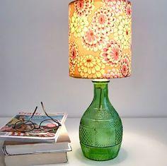 A pesar de que es bastante común ver que una botella es convertida en una lámpara (por lo general de mesa), en este artículo quiero demost...