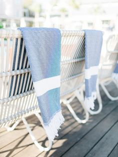 chic turkish towels perfect for poolside or as a blanket  Photography : Rachel Red Photography Read More on SMP: http://www.stylemepretty.com/living/2016/05/16/consider-this-the-cliffsnotes-to-throwing-a-killer-party/