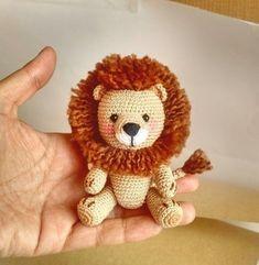 Please me on Little_Gumi_Pedidos Crochet Lion, Crochet Stars, Cute Crochet, Crochet Motif, Crochet Baby, Knitted Dolls, Crochet Dolls, Crochet Crafts, Yarn Crafts