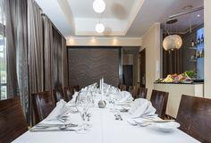 Wir verwöhnen Sie täglich mit marktfrischen Produkten und bereiten Ihnen regionale und saisonale Gerichte mit exotischem Flair Feng Shui, Restaurant, Catering, Modern, Divider, Room, Furniture, Home Decor, Exotic