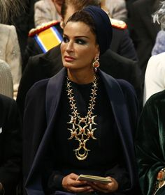 Just LOVE the earrings and necklace. Sheikha Mozah bint Nasser Al Missned of Qatar.