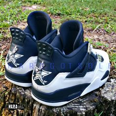 A brand new pair of Pure Money Retro 4 customized into a Cowboys theme. With infamous jumpman as player and that D logo on the front. Dallas Cowboys Outfits, Dallas Cowboys Women, Dallas Cowboys Football, Football Shoes, Cowboy Shoes, Cowboy Outfits, Shoes Wallpaper, Retro 4, Hype Shoes