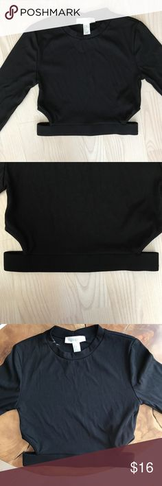 🖤 Black Crop Top with cutouts 🖤 🖤 Forever 21 Black Crop Top 🖤 Size Small. Ribbed Crop top with small cutouts on the waist band. Tight fit. never worn. Forever 21 Tops Crop Tops