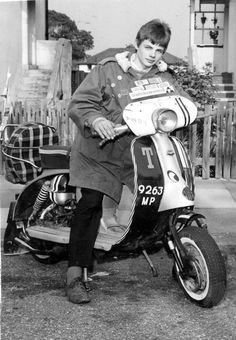 Mod and his scooter Mod Scooter, Lambretta Scooter, Scooter Girl, Vespa Scooters, Rude Boy, Motor Scooters, 60s Mod, Retro Pop, Mod Fashion