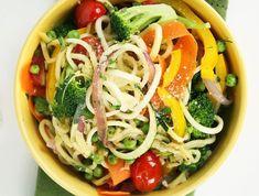 A tökéletes vacsora, hiszen alig tartalmaz kalóriát és rengeteg energiát ad a szervezetednek. Ez a cukkini recept kiváló választás! Cabbage, Spaghetti, Vegan, Vegetables, Ethnic Recipes, Food, Veggies, Vegetable Recipes, Meals