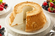 Learn how to prepare this Angel Food Cake recipe like a pro. With a total time of only 60 minutes, you'll have a delicious dessert ready before you know it. Torta Angel, Angel Cake, Angel Food Cakes, Cake Cookies, Cupcake Cakes, Cupcakes, Sweet Recipes, Cake Recipes, Dessert Recipes