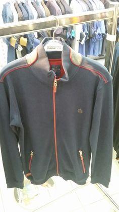 Nike Jacket, The North Face, Athletic, Jackets, Fashion, Down Jackets, Moda, Nike Vest, Athlete