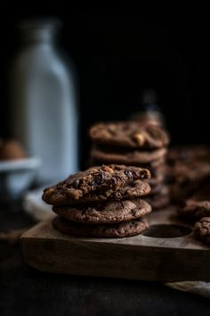 Malted Hazelnut & Nutella Chocolate Chip Cookies / Adventures in Cooking 350 degrees for 13 min. Toast nuts 350 degrees for min. Köstliche Desserts, Delicious Desserts, Dessert Recipes, Yummy Food, Nutella Chocolate Chip Cookies, Hazelnut Cookies, Yummy Treats, Sweet Treats, Cookies Et Biscuits
