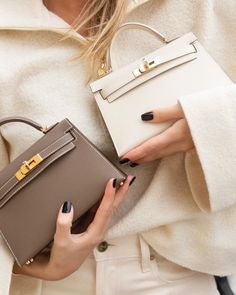 Small Designer Bags are all the rage these days, learn about what are the top 5 small designer bags that are worth investing in. Hermes Kelly 20 Bags Sellier, Hermes Kelly bag, 2 cute Kelly bags, neutral Kelly bags, Hermes Kelly bags, White Kelly bag, brown Kelly bag, Kelly bag 20, Kelly bag 15, Small Hermes Bag, Small Hermes Bags Fashion blogger, Diane Coletta, Paris Fashion blog, Paris blog, Parisian Style, Parisian Streetstyle, fashion website, petiteinparis