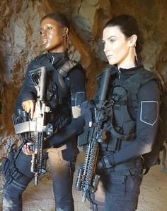 New cast member - Jodie and Bridget on set of The Last Ship