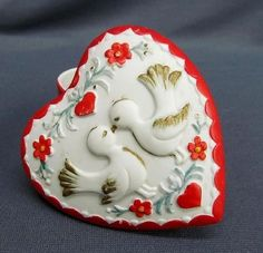 Vintage Valentines Day Figural Heart Two Love Birds Kissing Trinket Box