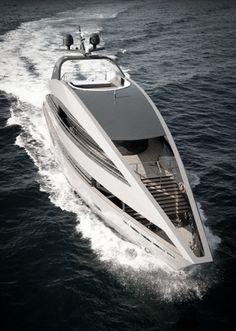 Yacht Life  Er zullen ongetwijfeld tijden zijn dat u niet op uw boot aanwezig zult zijn. Maar wie let er dan op uw mooie boot? FARINGWELL weet wel iets ;)