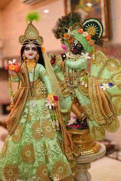 Krsna and His beloved Radha♥ Krishna Avatar, Radha Krishna Holi, Krishna Statue, Cute Krishna, Lord Krishna Images, Radha Krishna Pictures, Krishna Radha, Krishna Names, Radha Rani