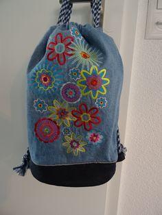 Rucksack mit gestickten Blumen Fashion Backpack, Backpacks, Blog, Embroidery, Gifts, Backpack, Blogging, Backpacker, Backpacking