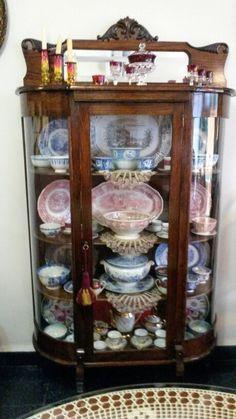 Vitrina antigua con linda porcelana. MMZ.