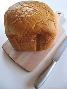 Le livre de recette qui est fourni avec ma machine à pain, la Nutribread de chez Moulinex, n'est pas beaucoup garnie en recette, on a vite fait le tour, et on ose pas forcement, toujours, s'aventur...