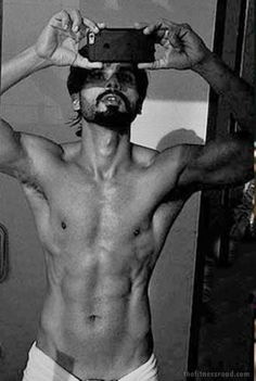 http://thefitnessroad.com/shahid-kapoor-body-workout-images-shandaar-fitness-secrets-6-pack-abs-leaked-images-revealed/