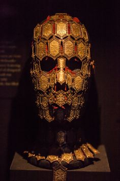 The mysterious mask of Quaithe, a priestess of Asshai. #gameofthrones