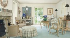 loving this room...just enough casual country-style charm without being precious.