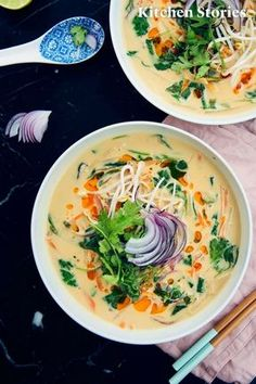 Thai peanut coconut soup with rice noodles- Thai-Erdnuss-Kokos-Suppe mit Reisnudeln Thai soup with coconut milk, peanut and cilantro. Vegan and lactose free. Recipe with video tutorial and step pictures. Clean Eating Soup, Healthy Eating, Healthy Food, Asian Recipes, Healthy Recipes, Ethnic Recipes, Baking Recipes, Rice Noodle Recipes, Coconut Milk Soup
