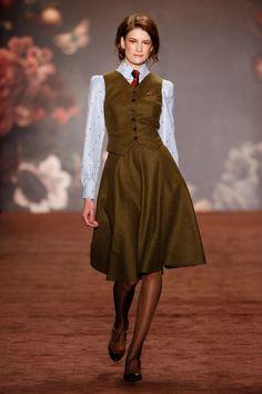 Runway / Lena Hoschek / Berlin / Herbst 2016 / Kollektionen / Fashion Shows / Vogue Classy Outfits, Pretty Outfits, Beautiful Outfits, Vintage Outfits, Moda Fashion, Retro Fashion, Vintage Fashion, Womens Fashion, Vintage Mode