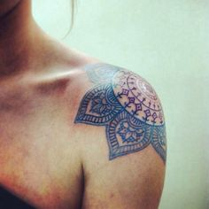 Pump up all your strapless tops with a wonderfully placed work of art. Instagram/tattooinspiration