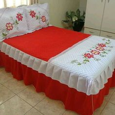 Colcha Casal Crib Bedding, Linen Bedding, Bedding Sets, Bed Linens, Bed Sets, House Front Porch, Embroidery Flowers Pattern, Bed Covers, Bed Spreads