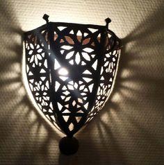 Lampe de mur à la main. Style marocain