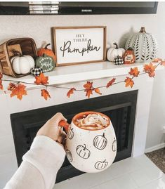 Halloween Home Decor, Halloween House, Fall Halloween, Halloween Decorations Apartment, Fall Apartment Decor, Halloween Mantel, Halloween Living Room, Halloween Movie Night, Thanksgiving Diy