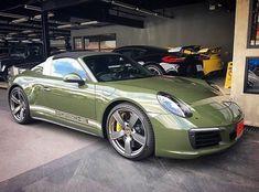 Porsche 911 Targa S 2017 green Porsche Gt3, Porsche Cars, Bmw Cars, Vw Vintage, Vintage Porsche, Ferrari, Lamborghini, Bugatti, Porche 911
