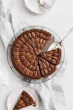 A rich and chocolatey brown butter pecan tart with a crunchy chocolate crust. This tart makes the perfect dessert for your Thanksgiving buffet. Hot Fudge Cake, Hot Chocolate Fudge, Chocolate Filling, Chocolate Desserts, Trifle Desserts, Party Desserts, Dessert Recipes, Butter Pecan Tarts, Fudge Recipes