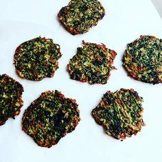 Spinatbrød - et sundt madpakkebrød, få opskriften lige her Side Dishes, Lunch Box, Food And Drink, Herbs, Spinach, Side Plates, Herb, Side Dish, Spice