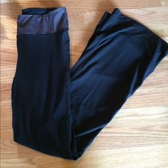 Gapfit gFlex black pants sz small Gap fit gFlex black pants EUC SZ small 85%poly 15%elastin worn only a few times GAP Pants Boot Cut & Flare