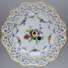 Meissen um 1765: Teller mit Durchbruch Früchte Girlanden Schleifen Punktzeit