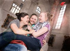 #Freundinnen auf dem #Roten Sessel. Im #Kreuzherrnsaal #Memmingen. Couple Photos, Couples, Girlfriends, Photoshoot, Couple Shots, Couple Pics, Couple Photography, Romantic Couples, Couple
