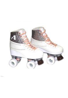 Roller Derby, Roller Skating, Roller Skate Shoes, Quad Roller Skates, Rolling Skate, Diamond Shoes, Skate Wheels, Son Luna, Pretty Shoes