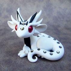White Ruby Eyed Dragon von DragonsAndBeasties auf Etsy